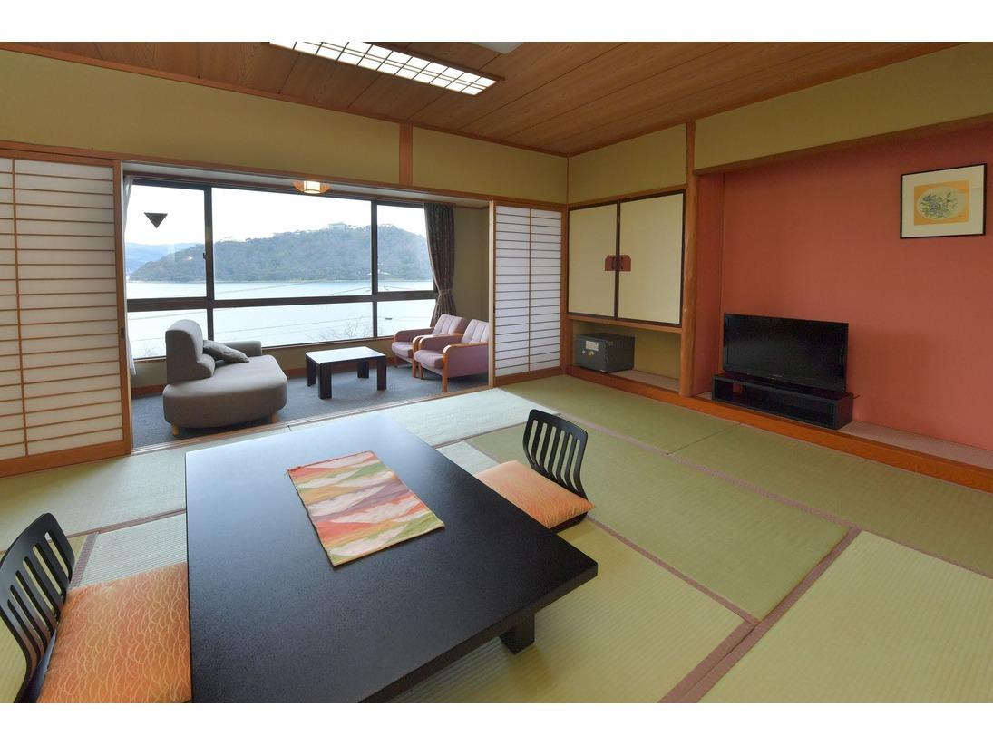 和室10畳バストイレ付の禁煙室です。浜名湖が一望できます。