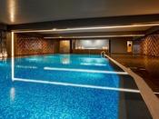 【室内プール/1F】年中ご利用いただける室内プール