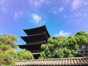 【世界遺産 東寺】ホテルから徒歩15分。毎月21日の「弘法さん」は楽しい市です。