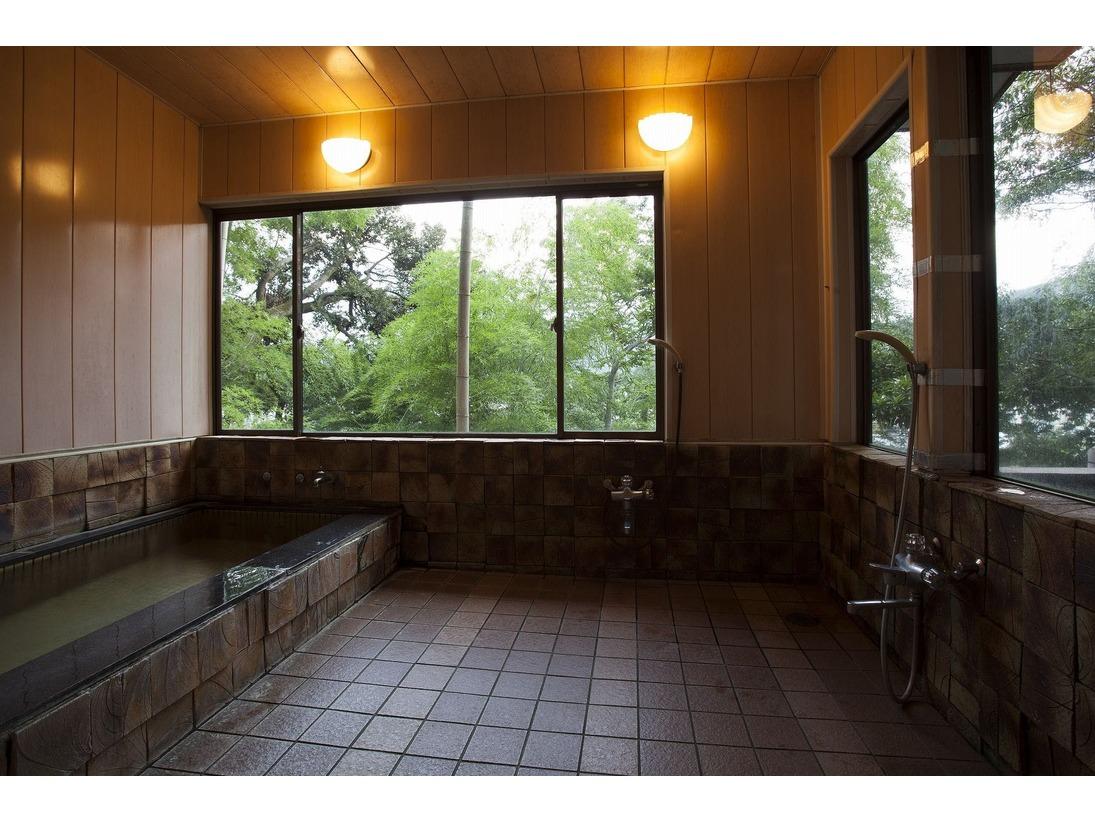 家族風呂。2,3名用です。80段の階段を登りますが 外湯と同じ温泉です。