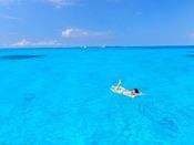 美しい海でのんびり過ごす休日