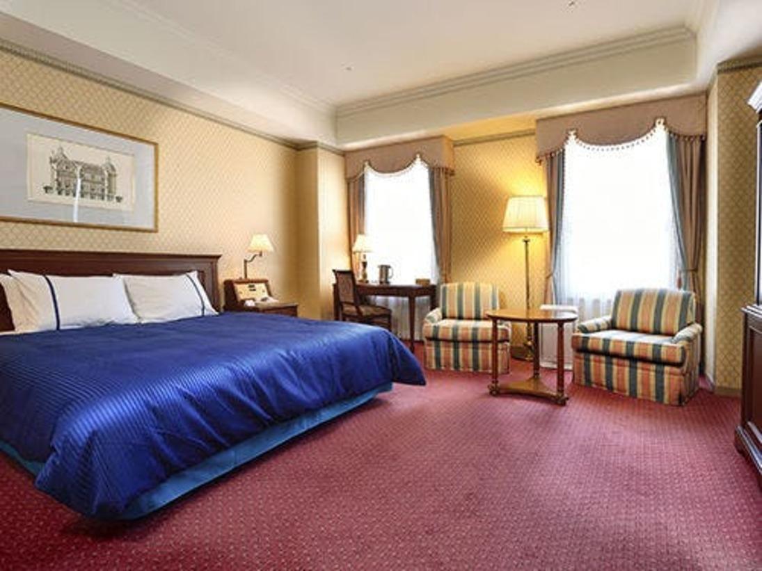 【デラックスハーバービューキングルーム】広々使える178cm幅のベッドが1台入った海側のお部屋