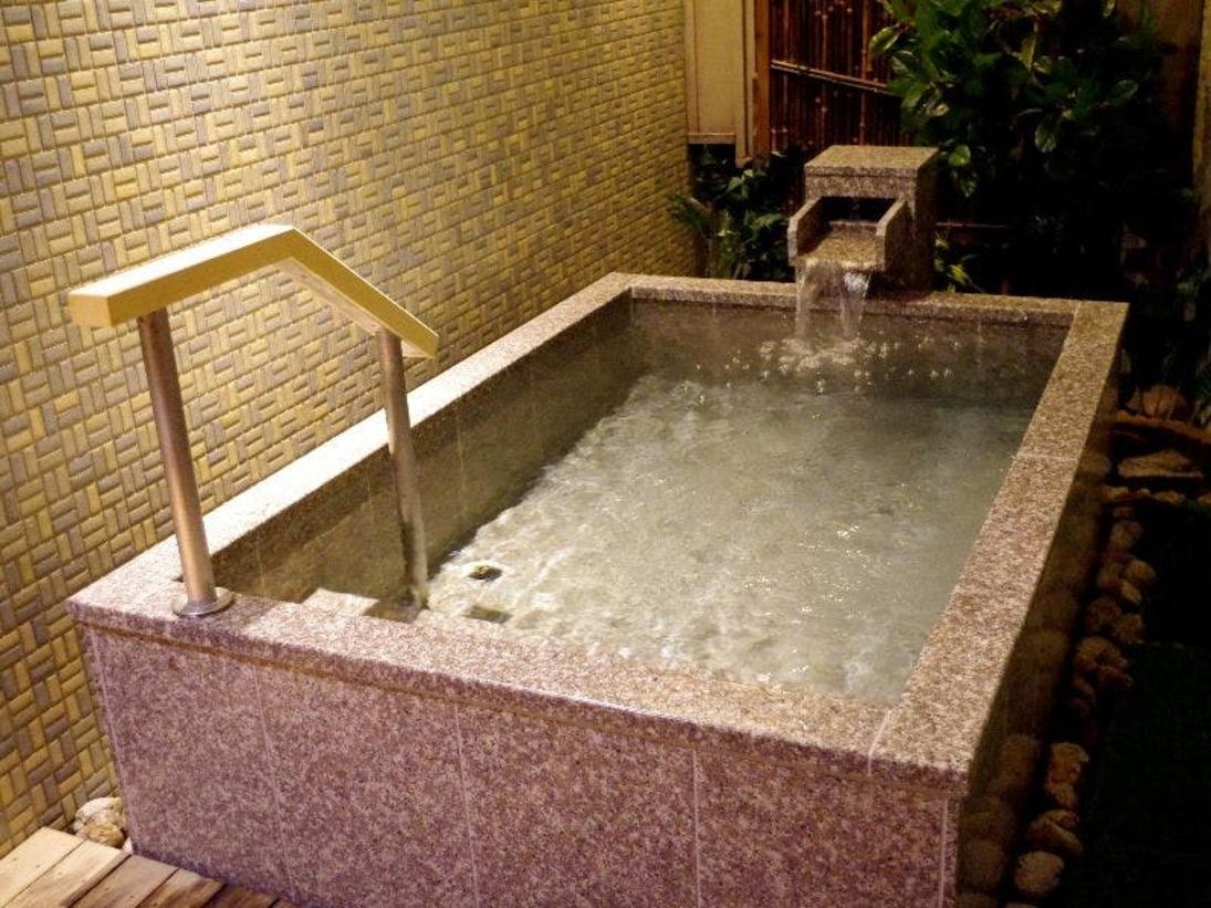 【貸切風呂 月華】気兼ねなく入浴を。貸切風呂が滞在中は無料で利用できる。2019年6月リニューアル (貸切風呂は本来予約制ではありませんが、コロナ禍収束まで、暫定的に予約制を導入しております)