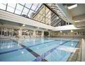 水深110~125センチ、25メートル5コースの室内温泉プール