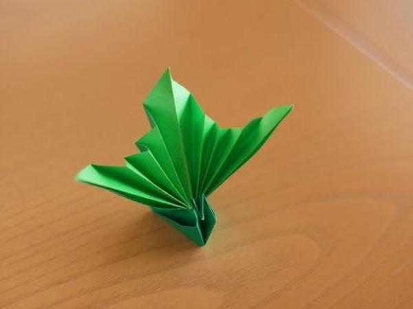 手作りの折り鶴です