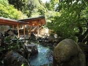 長門湯本温泉の美肌の湯。木々の彩とせせらぎを感じながら、ゆっくりとおくつろぎくださいませ。