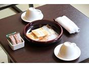 山水閣新和洋室 お茶とお茶菓子