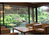 【山水閣特別室】お部屋からは日本庭園を見渡せる