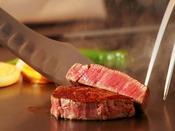 【鉄板焼 葵/B1F】料理イメージ新鮮な食材を目の前の鉄板で焼きあげます