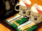 ◆インスタントコーヒー◆シュガー、マドラー、クリーミングパウダー付き お部屋に設置しております。
