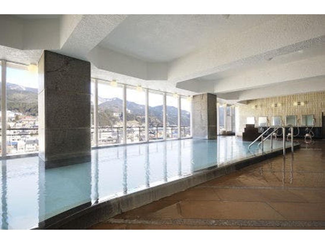 自然豊かな下呂の街並みや山々の景色を楽しめる『展望大浴場』