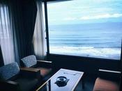 海を臨む客室