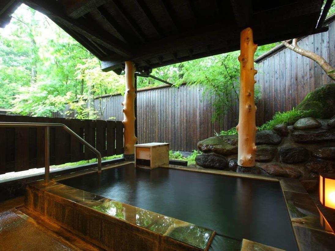 【客室風呂/離れ】保湿成分「メタケイ酸」をたっぷりと含んだ温泉を掛け流しで使用しております