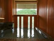 【露天風呂付スイートルームA】清流「音信川」に面した高層階の落ち着いた洋室。源泉掛け流しの温泉露天風呂をゆるりとご堪能いくださいませ
