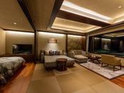 露天風呂付き プレミアム・スイートA(山側)ご家族にもご利用いただける約89平米の客室は、空間美を意識した和の設えを基本に洋室の快適さを融合。心まで裸足でくつろぐ休日をお過ごしくださいませ。