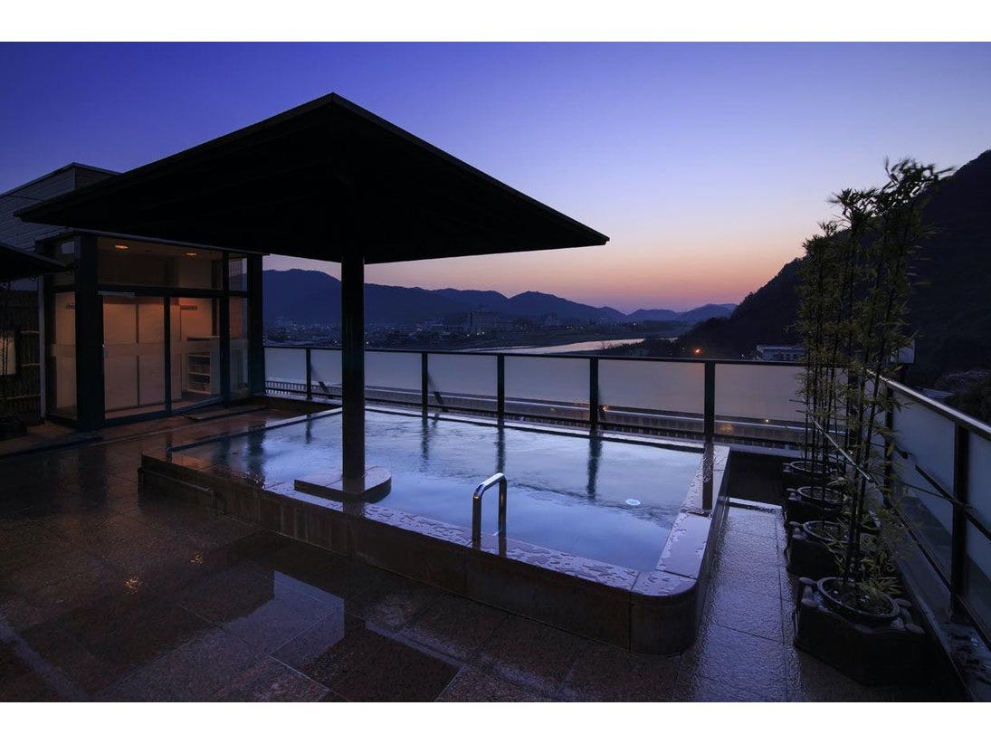 朝焼けの 山の湯 露天風呂