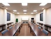 1階は会議室としてご利用いただけます。商談、会議・研修会などにご利用ください。