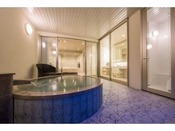 和モダンスイート ラージツイン106号室。60平米(一部畳)露天風呂+シャワーブースお二人ゆったりの広い半露天風呂と2ボールの広い洗面