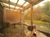 紅葉を見ながらの露天風呂「桂の湯」※源泉100%掛け流しの温泉