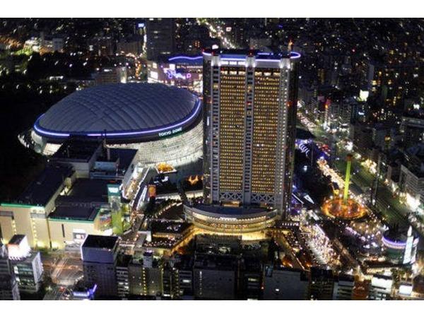 東京ドームシティにそびえる高層ホテル
