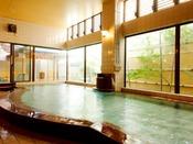 赤みかげ石の女性大浴場