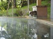 【女性露天風呂】ヒノキの香りと大自然で癒し効果はバツグン