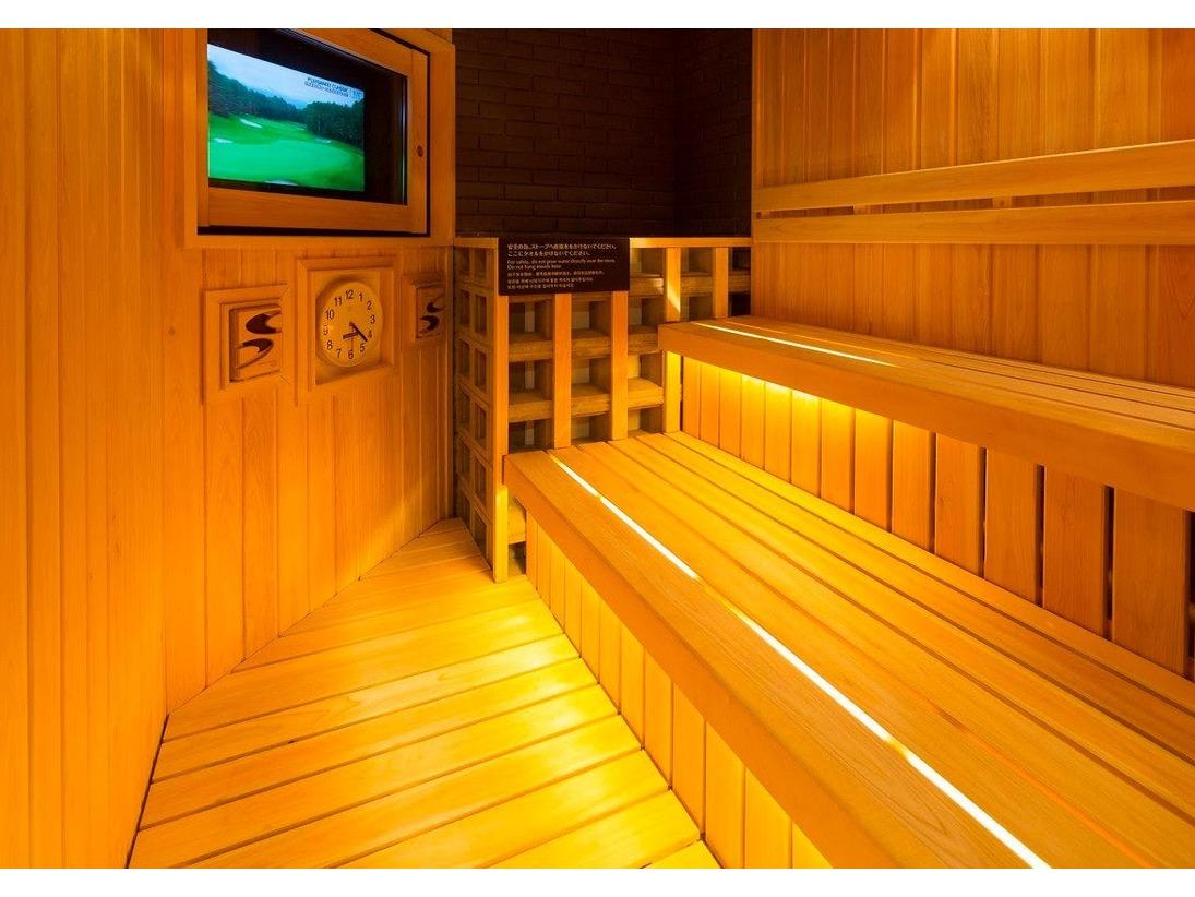 サウナ(男性大浴場)温度/96℃ 定員/3人深夜1:00~早朝5:00のみ休止いたします。