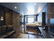 ミストサウナ付スイート ラージダブル201号室。60平米半露天風呂+シャワーブース+ミストサウナお二人ゆったりの広い半露天風呂と2ボールの広い洗面