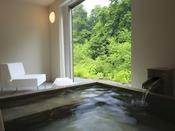 時の流れを忘れ・・・・のんびり、ゆったり個室露天風呂に浸かる喜び・・・・至福の時を味わってくださいませ。