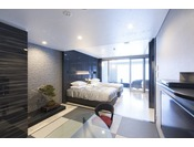 和モダンスイート ラージツイン106号室。60平米(一部畳)半露天風呂+シャワーブースお二人ゆったりの広い半露天風呂と2ボールの広い洗面