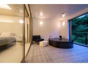 客室露天風呂(204号室)客室の露天風呂※源泉100%掛け流しの温泉お二人ゆったりの広めの浴槽
