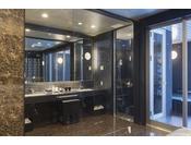 ミストサウナ付スイート ラージダブル201号室。60平米露天風呂+シャワーブース+ミストサウナお二人ゆったりの広い半露天風呂と2ボールの広い洗面