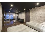 半露天風呂+内湯(ジャグジー付)ラージツイン客室203号室。60平米お二人ゆったりの広い半露天風呂と2ボールの広い洗面
