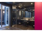 スタンダードスイート ラージダブル202号室。60平米露天風呂+シャワーブースお二人ゆったりの広い半露天風呂と2ボールの広い洗面