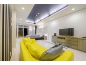 スタンダードスイート ラージダブル205号室。60平米半露天風呂+シャワーブースお二人ゆったりの広い半露天風呂と2ボールの広い洗面