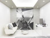 露天風呂+内湯(ジャグジー付)ラージダブル客室204号室。60平米お二人ゆったりの広い半露天風呂と2ボールの広い洗面