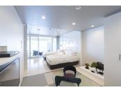 和モダンスイート ラージツイン107号室。60平米(一部畳)半露天風呂+シャワーブースお二人ゆったりの広い半露天風呂と2ボールの広い洗面