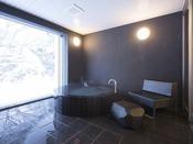 スタンダードスイート ラージツイン103号室。半露天風呂+シャワーブース60平米※源泉100%掛け流しの温泉お二人ゆったりの広めの浴槽