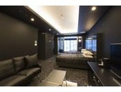 スタンダードスイート ラージツイン103号室。60平米半露天風呂+シャワーブースお二人ゆったりの広い半露天風呂と2ボールの広い洗面
