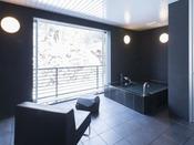スタンダードスイート ラージダブル202号室。半露天風呂+シャワーブース60平米※源泉100%掛け流しの温泉お二人ゆったりの広めの浴槽