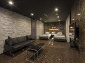露天風呂+内湯(ジャグジー付)ラージツイン客室203号室。60平米お二人ゆったりの広い半露天風呂と2ボールの広い洗面