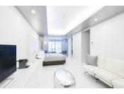 半露天風呂+内湯(ジャグジー付)ラージダブル客室204号室。60平米お二人ゆったりの広い半露天風呂と2ボールの広い洗面
