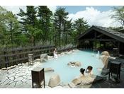 【大浴場】露天風呂。天候によって湯色が変化致します。Open air-bath ( image )
