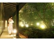 【館内】中庭。運が良ければ夏霧に出会えるかも。