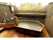 【貸切露天風呂】光琳(こうりん)。檜風呂。Private open air-bath ( reservation is not needed )