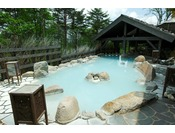 【大浴場】露天風呂、葉隠れの湯。