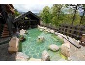 【大浴場】季節の移ろいをお楽しみいただける露天風呂。