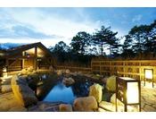【大浴場】露天風呂。夜の帳が下りるとともにライトアップ。Open air-bath ( image )