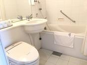全室洗浄付きトイレ完備。全室ユニットバスです。タオル・バスタオル・バスマット・歯ブラシ・T字カミソリ・綿棒を常備。
