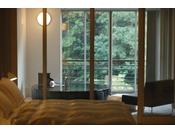 窓を開け、お部屋からそして個室露天風呂から大自然の景観をお楽しみ下さいませ。